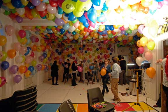 Perfect party decorations perfect parties for 80 party decoration ideas